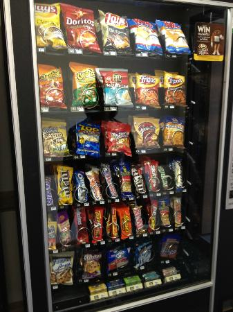 Lodge & Suites Elkhorn: Vending machine