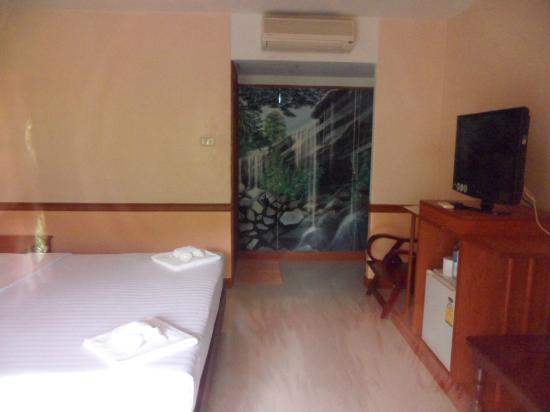 Delight Resort: nice upstairs room with tv