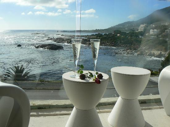 Azamare Guesthouse: Champagne on the balcony of Triton Room
