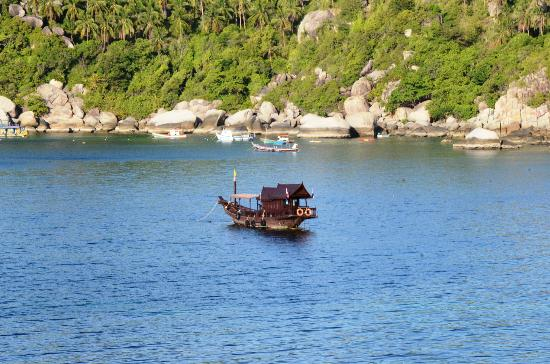 Jamahkiri Resort & Spa: The hotel dive boat