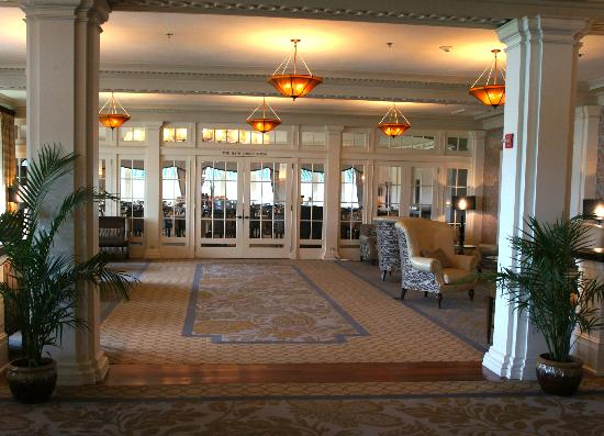 Seaview, A Dolce Resort: Lobby and Breakfast Room