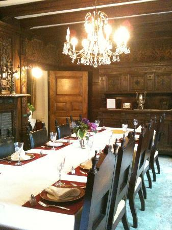 Edgewood Manor Bed and Breakfast: Formal Dining Room