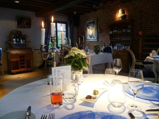 Les Hauts de Montreuil: The lovely dining room
