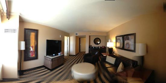 Overton Hotel and Conference Center: Preferred King Suite Living Area @ Overton Hotel in Lubbock, Tx