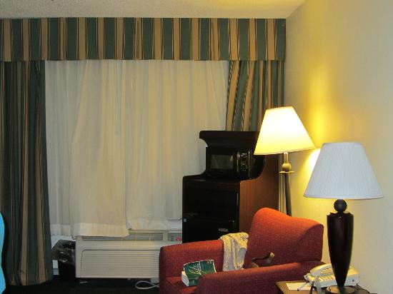 Clarion Inn &amp; Suites: inside room