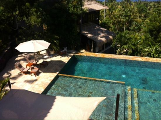 Villa Flow: Swimming pool from the top