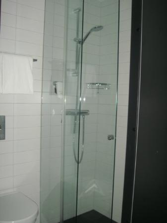 Comfort Hotel Stockholm: great shower