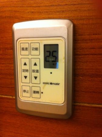 Burgary Hotel: No english instructions for the aircon controller