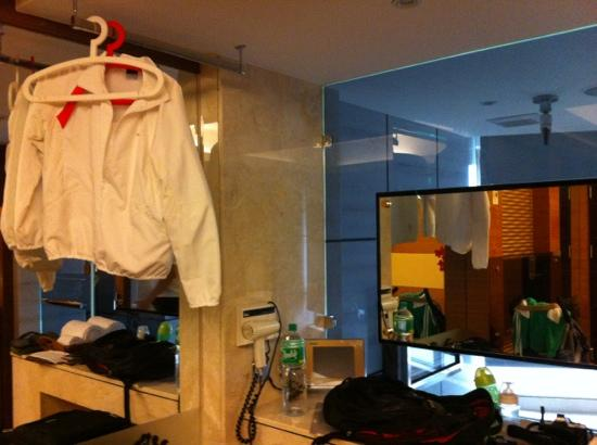 Burgary Hotel: only spot for hanging clothes