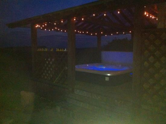 Ballyduff, Ierland: the hot tub at night, ard na ciuin