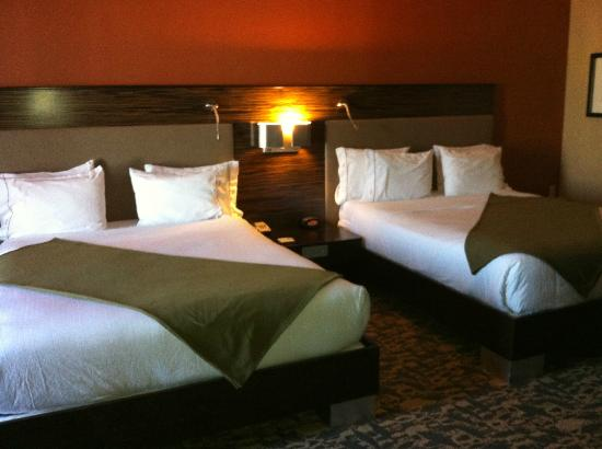 Holiday Inn Express Hotel &amp; Suites Dallas (Galleria Area): Beds