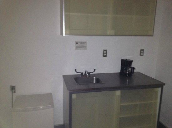 Aqua Hotel and Suites: Kitchenette