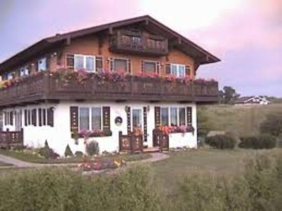 Country Chalet and Edelweiss Haus