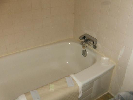 Cosmopolitan Hotel: tub and nice hot water was available