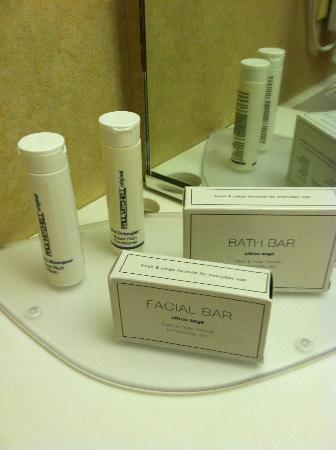 Courtyard by Marriott Portsmouth: Paul Mitchell toiletries!