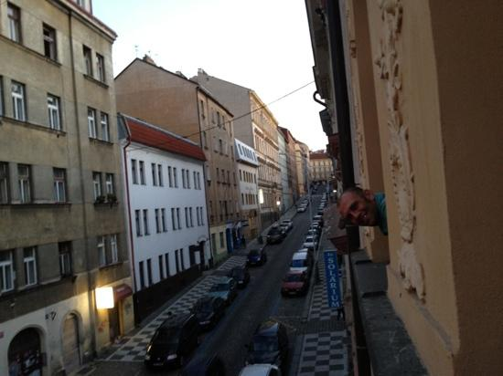 Hotel U Tri Korunek (Three Crowns): hello Prague! taking in the surroundings from our room :)