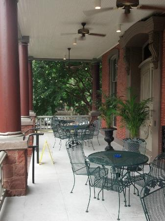 Morrison-Clark Historic Inn: Nice porch for sitting