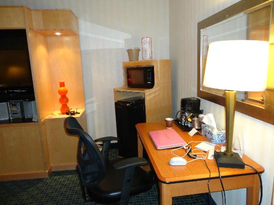 Fairfield Inn and Suites Belleville: desk, microwave and fridge in room 101