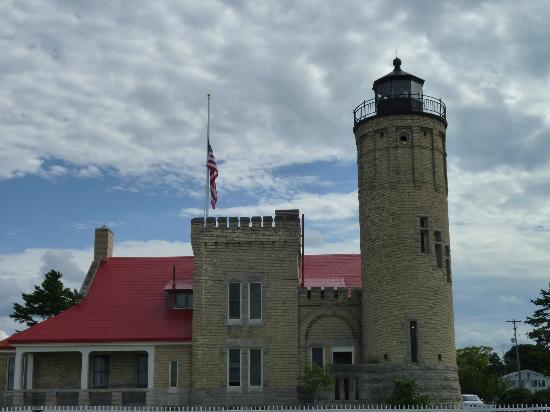 Baymont Inn Mackinaw City : Light house at the Mackinaw Bridge