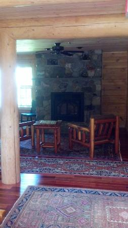 Carrabassett Valley, เมน: Fireplace sitting area