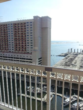 Isle Casino Hotel Biloxi: Abandoned Hotel. Yucky side view