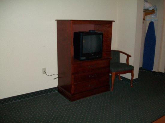 Bradbury Suites: Second TV