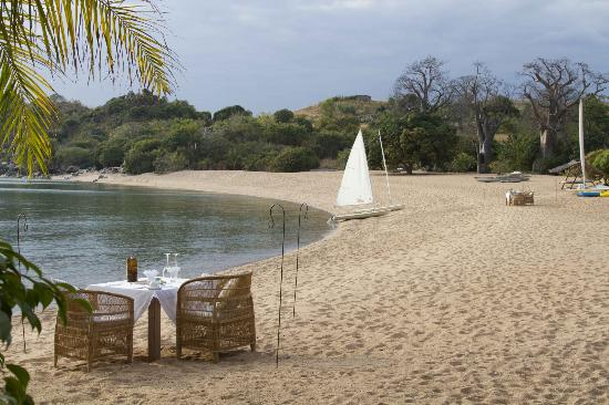 Kaya Mawa: dinner table set up on the beach