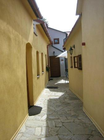 Trebic, Tsjekkia: Between buildings of the hotel