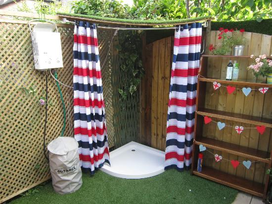 Onetwoseven: The outdoor shower