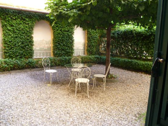 Firenze Suite: Lovely view and access onto the courtyard