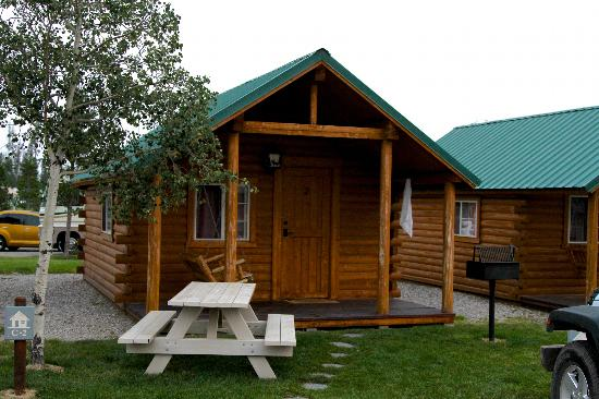 Yellowstone Grizzly RV Park : Cabin we stayed in