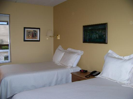 NADA Hotel and Conference Center: Rooms are very clean. Beds are comfortable.
