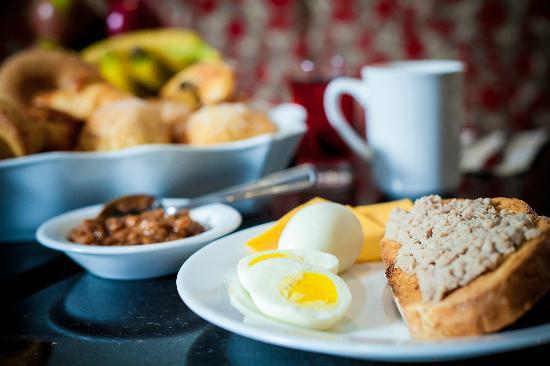 Hotel & Suites Le Dauphin Quebec: Healthy Breakfast Buffet