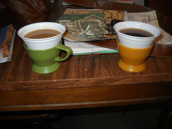 Badlands Budget Host Inn: in room coffee....remember these kind of coffee cups?
