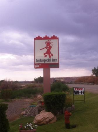 Kokopelli Inn: Insegna motel