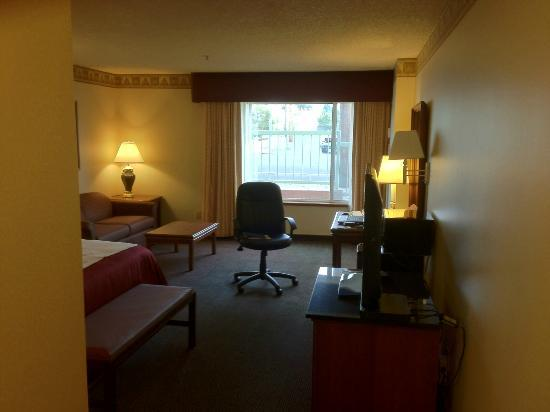 BEST WESTERN PLUS Gold Country Inn: View into the room from the door