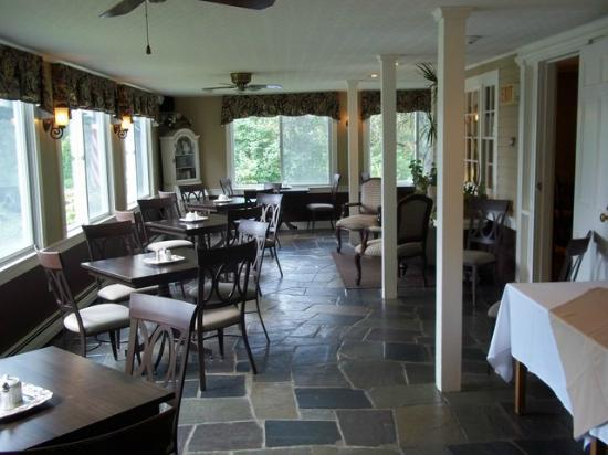 Inn at Pleasant Lake: Dining Porch