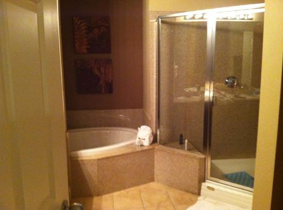 Laketown Wharf Resort: Master Bedroom Bath