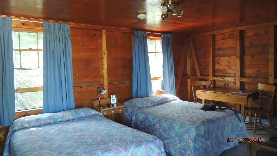 Fundy Highlands Inn and Chalets: Nice rustic look