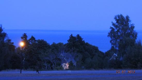 Fundy Highlands Inn and Chalets: Night view from deck