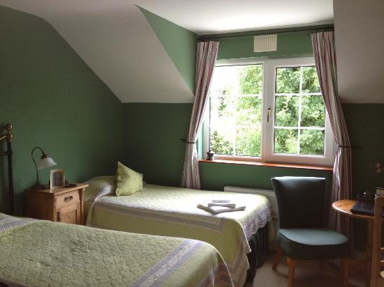 Drumcreehy Country House: Room with three beds