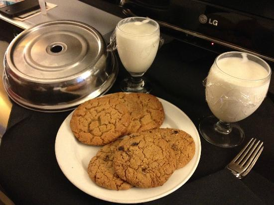 Hotel Monaco Seattle - a Kimpton Hotel: Free cookies and milk for completing scavenger hunt!