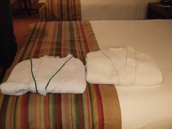 Inn at Mendenhall, an Ascend Collection Hotel: Robes were a nice surprise