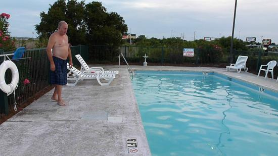 Baymont Inn & Suites Georgetown/Near Georgetown Marina: Pool
