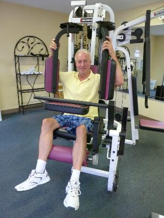 Baymont Inn & Suites Georgetown/Near Georgetown Marina: Using the exericse equipment in the fitness room