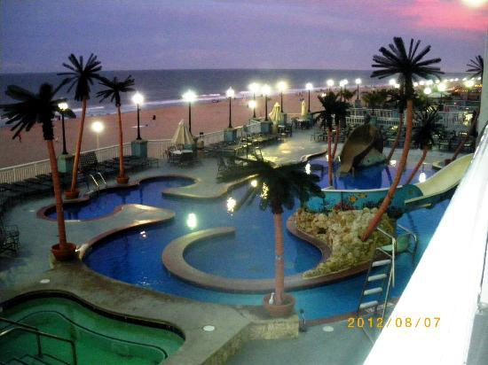 Holiday Inn Hotel & Suites Ocean City: Picture from our balcony at night