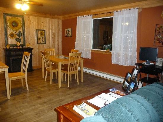 Fortune Harbour View B & B: Dining area
