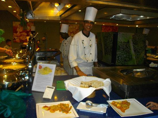 Sofitel Mauritius L'Imperial Resort & Spa: Indian Chef @ Sofitel - Best Cheese Naan