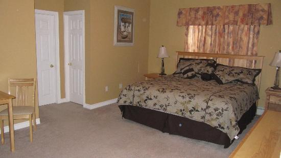 Seabreeze Bed & Breakfast: Room 1
