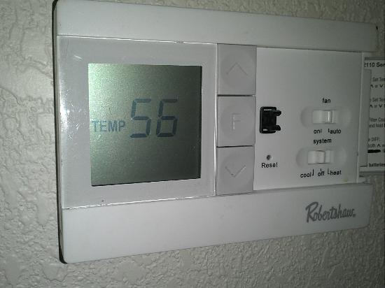 Red Roof Inn Chicago Downtown Magnificent Mile: Broken thermostat